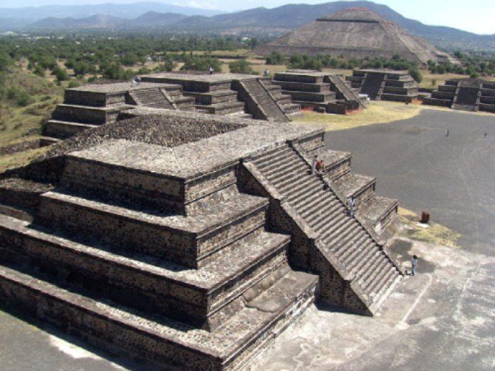 Templos mayas. Teotihuacán. Panorámica.