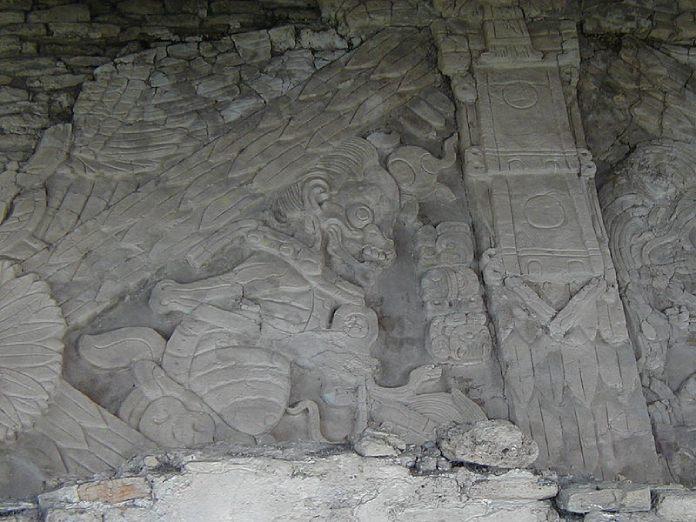 """Templos mayas. Toniná. Friso """"Los Señores de los Sueños""""."""