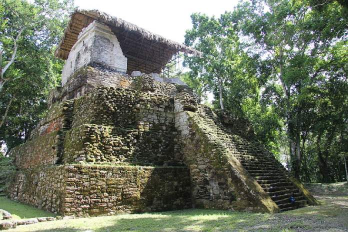 Templos mayas. Topoxté. Templo de Topoxté. Edificio C.