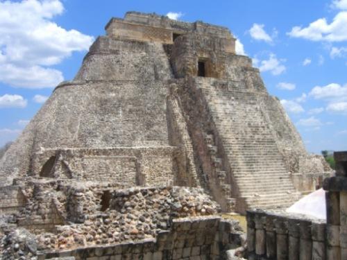 Templos mayas. Uxmal. Pirámide del Adivino.