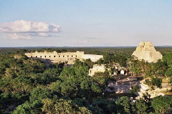 Templos mayas. Uxmal. Vista panorámica.
