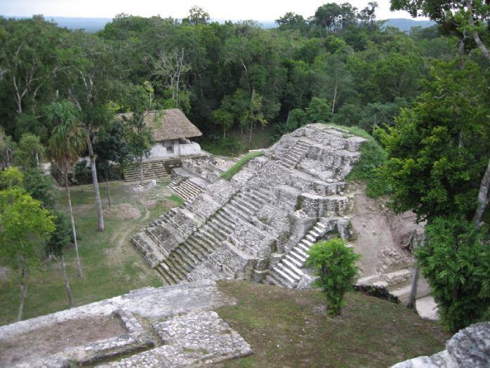 Templos mayas. Yaxhá. Tempro principal.