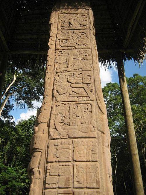 Templos mayas. Quiriguá. Estela gigante de Quiriguá