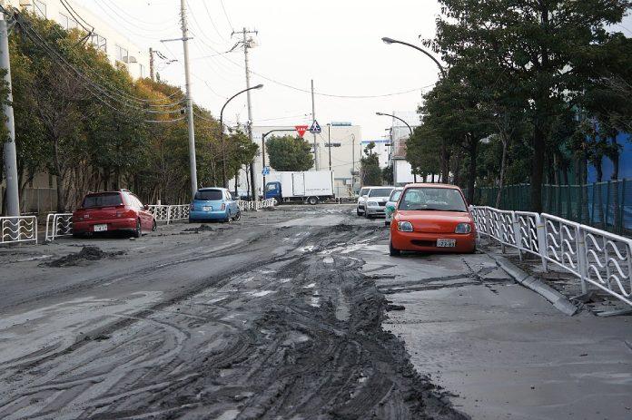 Terremoto Japón + Licuefacción de suelo en Shinibika después del terremoto