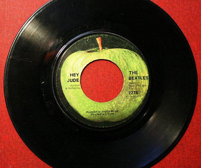 Disco de vinilo del single Hey Jude de The Beatles