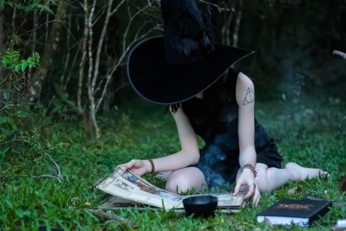 Tipos-de-brujas+bruja-solitaria