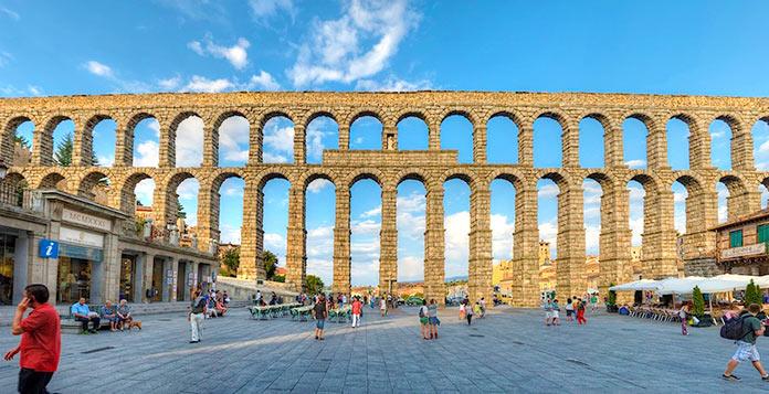 Tipos de puentes: Acueducto de Segovia