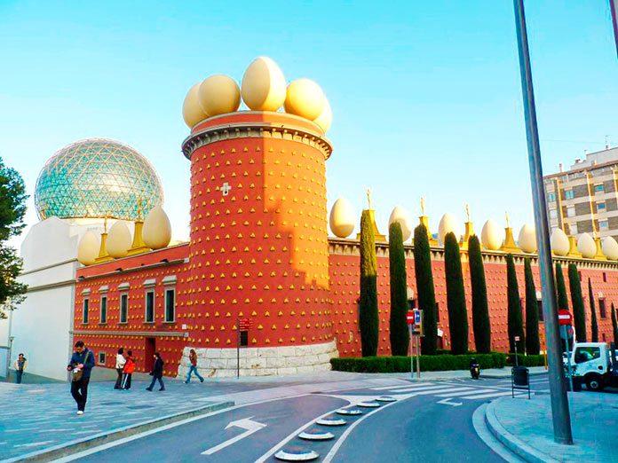 Torre Galatea, una joya del surrealismo en Figueras