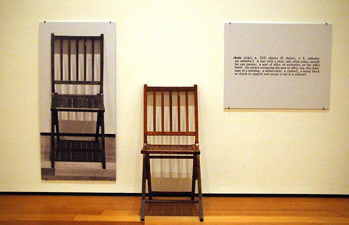 Una y tres sillas
