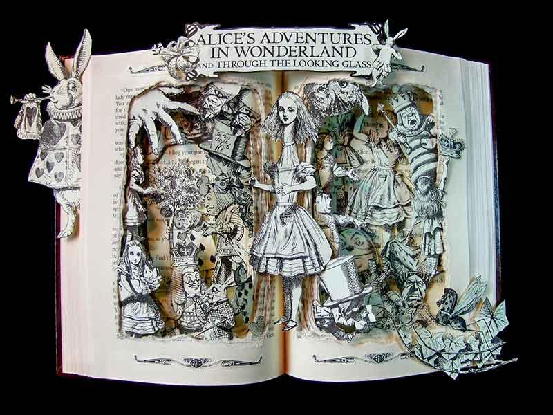 Volumen popup que recoge los 2 libros de Lewis Carroll