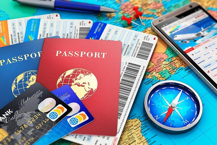 pasaporte, billetes de avión, tarjetas de crédito...