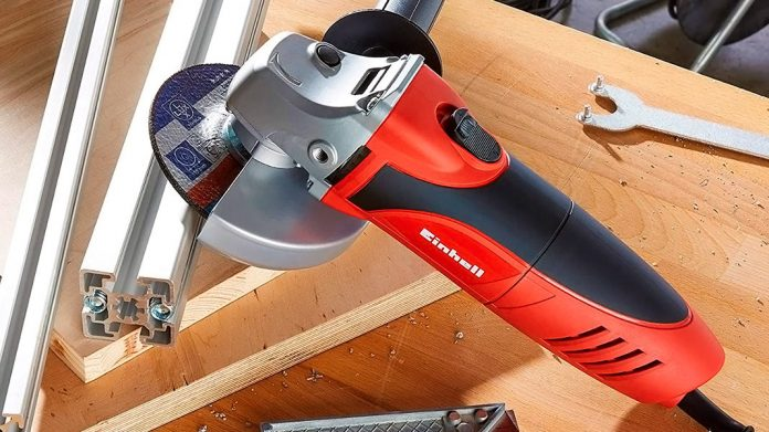 Amoladora Einhell cortando railes de aluminio