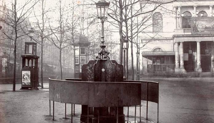 Antiguos urinarios al aire libre en París