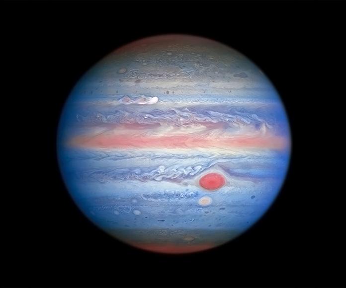 Vista arcoiris de Júpiter fotografiada por el Hubble