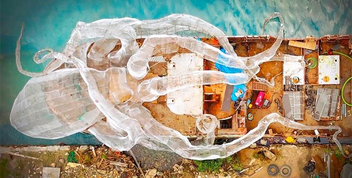 Transformar un barco de la II Guerra Muncial es un arrecife de coral artificial.