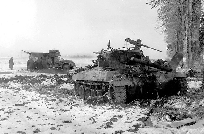 Tanque M18 Hellcat del ejército americano tras un ataque en las Ardenas