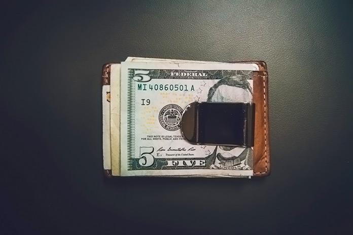billetera con dólares