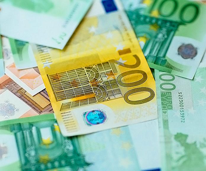 billetes de euros de diferente cifra