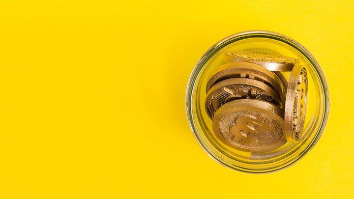 bitcoins en un frasco de vidrio
