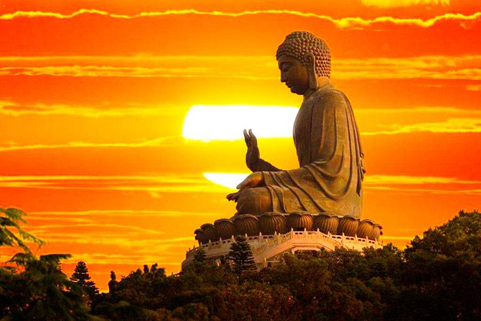 "Estatua del ""Buda Tian Tan"" en Ngong Ping, Isla de Lantau (Hong Kong)"