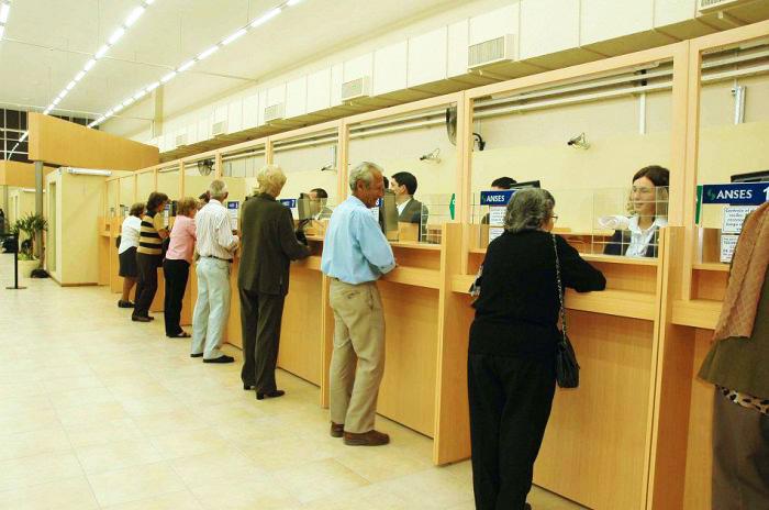 Operadores de telemarketing y cajeros de banco