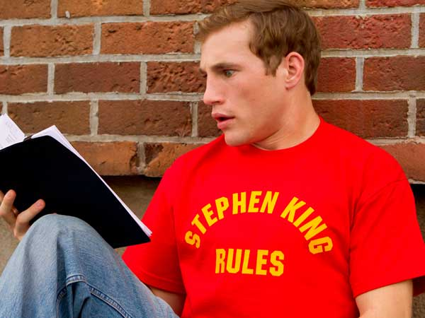 Camiseta Stephen King Rules homenaje a la película Una Pandilla Alucinante