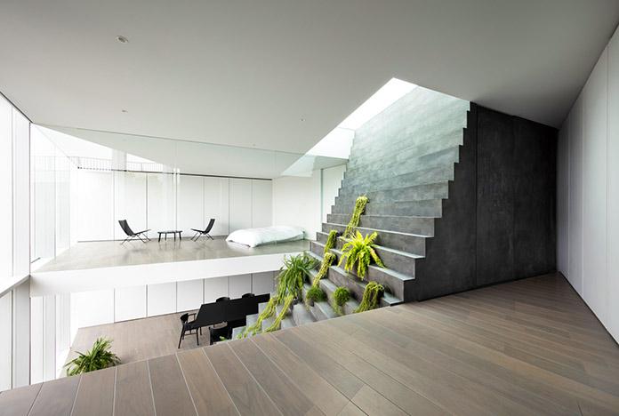 Detalle de escalera casa de Tokio