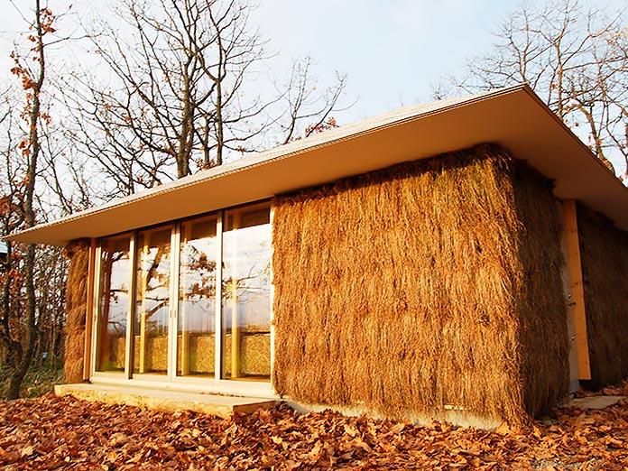 Casa ecológica hecha con fardos de paja
