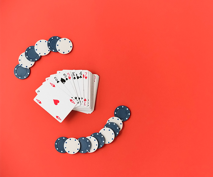 baraja y fichas de póker