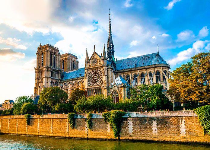La catedral de Notre Dame: historia y leyenda de la obra cumbre del gótico francés