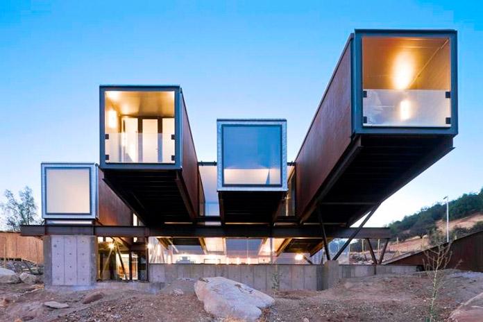 """Casa ecológica """"Caterpillar House"""". Laderas de Los Andes, Chile"""