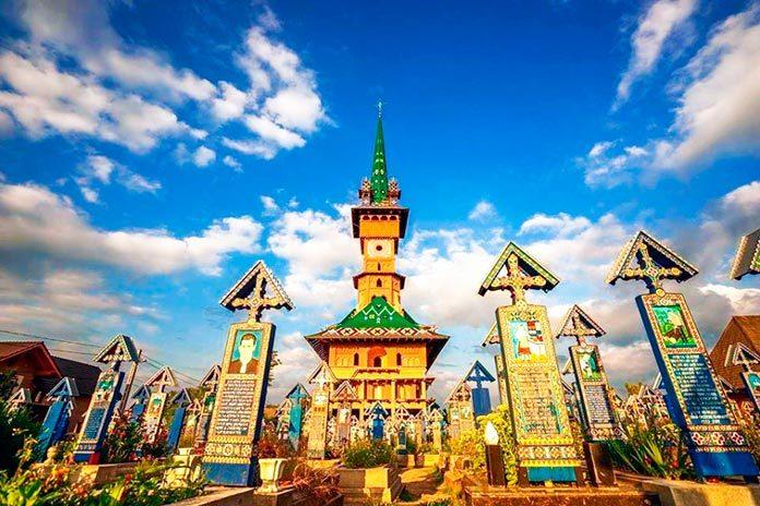 El peculiar cementerio alegre de Sapanta