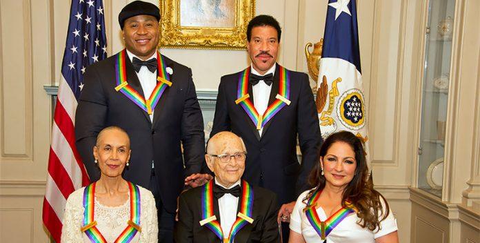 Lionel Richie y Gloria Estefan fueron homenajeados por el Centro Kennedy.