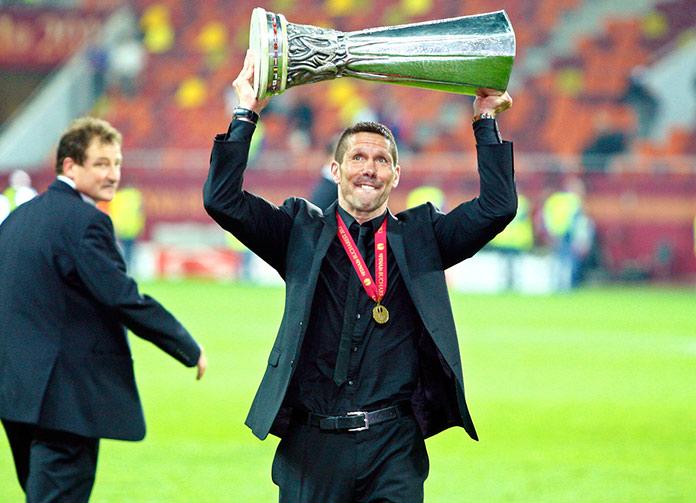 Simeone con el trofeo de la Copa de Europa.