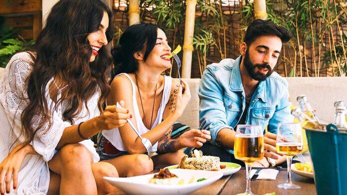 Comer fuera de casa puede ser tu manera de proteger el planeta