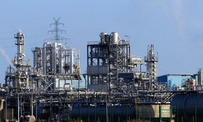 Refinería petrolera ubicada en Brunsbüttel, Alemania - ¿Cómo funciona una refinería de petróleo?