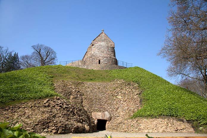 Construcciones antiguas: La Hougue Bie, Reino unido