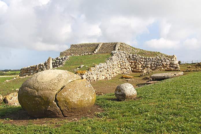 Construcciones antiguas: Monte d'Accoddi, Italia