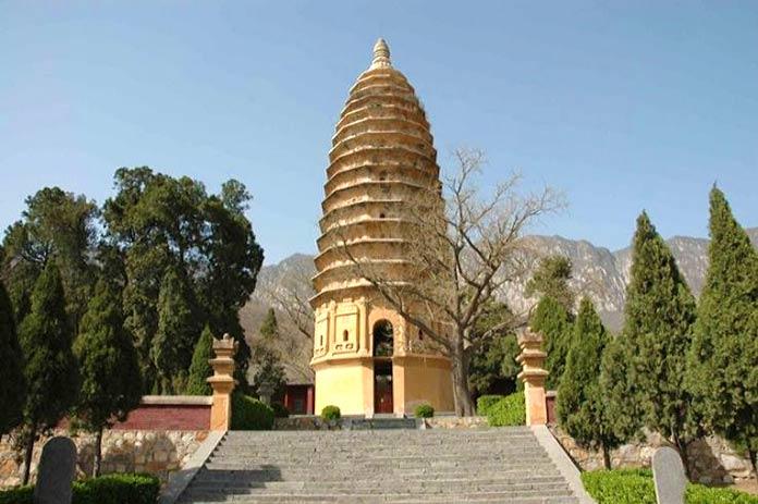 Construcciones antiguas: Pagoda Songyue, China