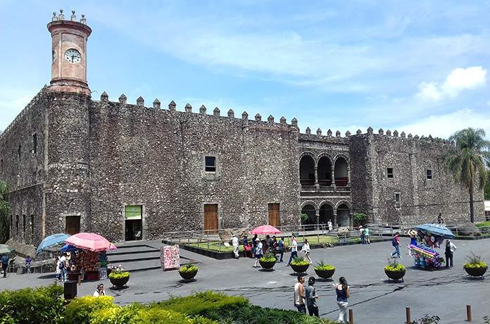 Edificios antiguos: Palacio de Cortés, México