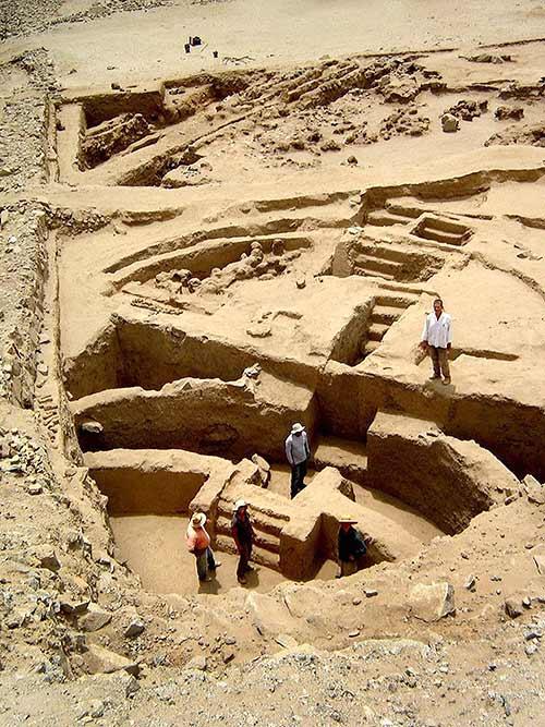 Construcciones antiguas: Sechín Bajo, Perú