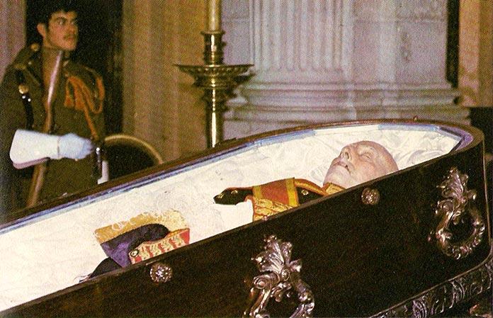 embalsamar un cadáver: Francisco Franco