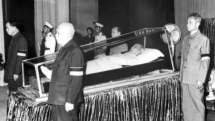 embalsamar un cuerpo: Ho Chi Minh