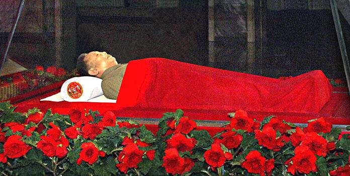 embalsamar un cuerpo: Kim Jong Il