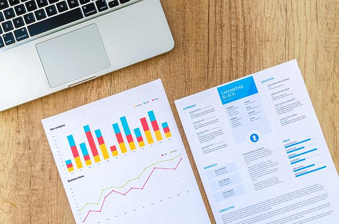 Curriculum y documento con gráficos