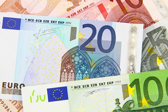 Billetes de diversas denominaciones