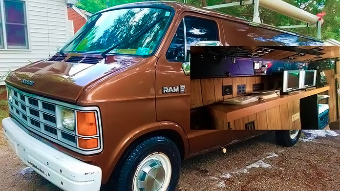 Furgoneta Dodge Ram Van del FBI, interior