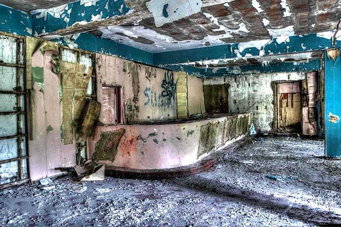 Edificios abandonados - Izarra International College