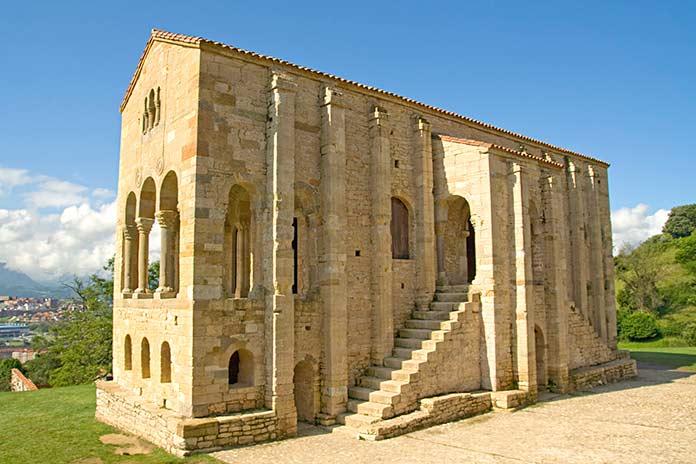 Edificios antiguos: Santa María del Naranco, Oviedo