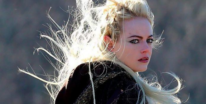 """El nuevo look de Emma Stone en """"Maniac"""", lo último de Netflix."""